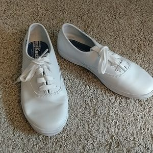 Keds Leather sneakers. Like New. US 4.5 Girls